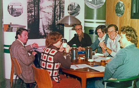 Fordi Stig Knudsen Værktøjsfabrik var et aktieselskab, skulle det have en bestyrelse. Her ses et af de hyggelige bestyrelsesmøder i fabrikken.