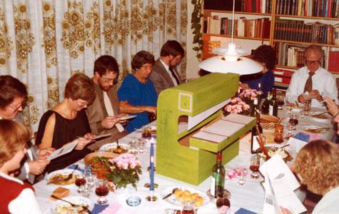 En af fordelene ved en lille familiedrevet virksomhed er at medarbejderne næsten også bliver en del af familien. Hvilket kommer til udtryk ved fester, som her ved virksomhedens 10-års jubilæum.