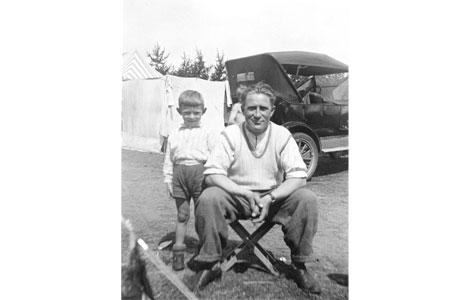 To brødre ved Greve Strand engang i 1930'erne.