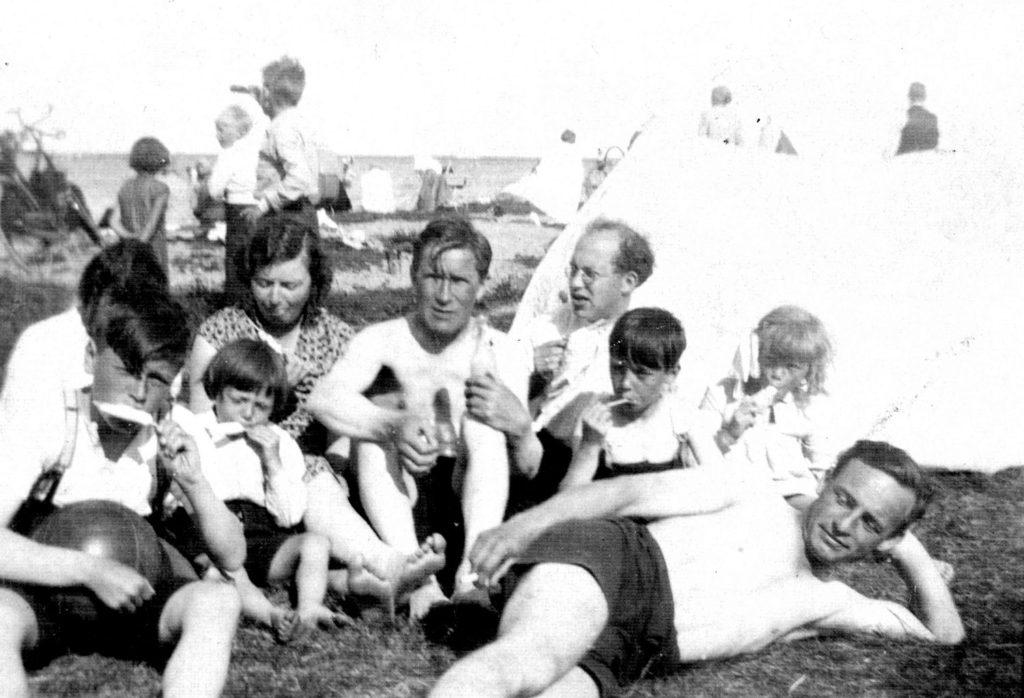 Ispinde nydes, Køge Bugt-teltlejren, 1935-42.