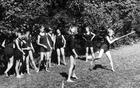 Idræt for piger. Her spilles rundbold på Greve-Kildebrønde Centralskole.
