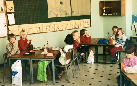 Spisefrikvarter i et klasselokale på Greve-Kildebrønde Centralskole engang i 1980'erne.