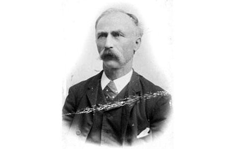 Francois Hoffmann (1841-1910) var søn af Carl Hoffmann og var foruden festfyrværker også cirkusdirektør og elefantdomptør.