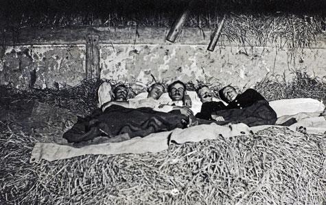 Nogle soldater sov i senge med 5 andre, andre sov i lader og nogle gange var der mus i sengen.