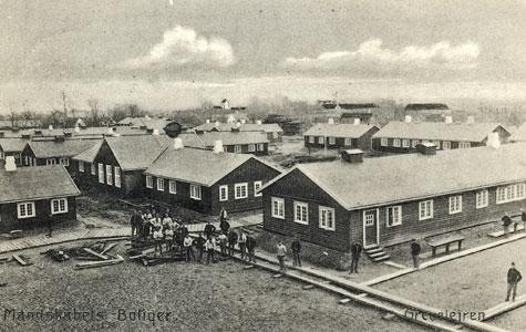Når soldaterne skrev hjem, var det ofte på postkort som forestillede Grevelejren.