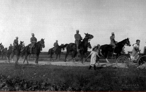 For børnene på egnen var det spændende at følge med i soldaternes aktiviteter.