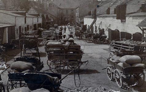 Købmandsgård 1915-20 - Torvet 9 set fra gården.
