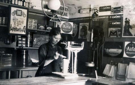 Emilie Hansen i Købmandsforretningen
