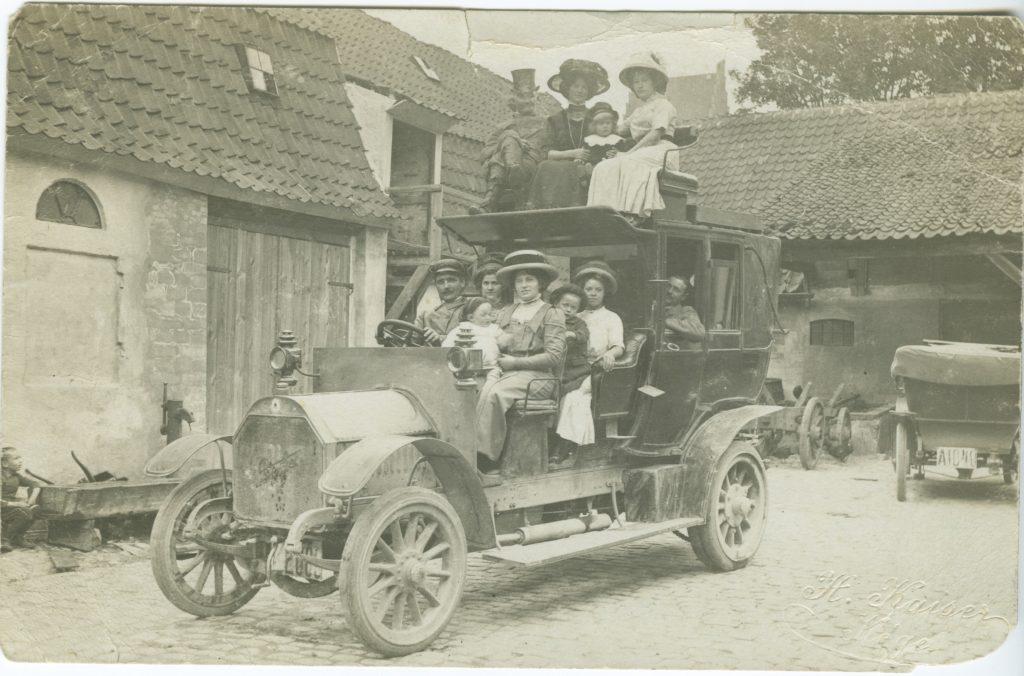 32-foerste-rutebil-prindsens-gaard-1909-10