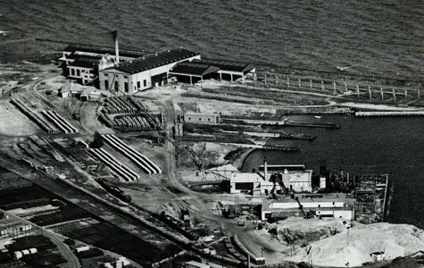 Resterne af Køge Værft, som Flemming Juncker købte i 1930. Billedet er fra ca. 1935. Værftet blev lukket i 1923