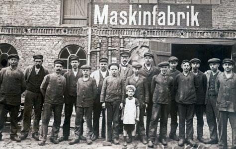 Ansatte ved Scheibyes Maskinfabrik, Nørregade 3. Billedet er taget ca. 1914