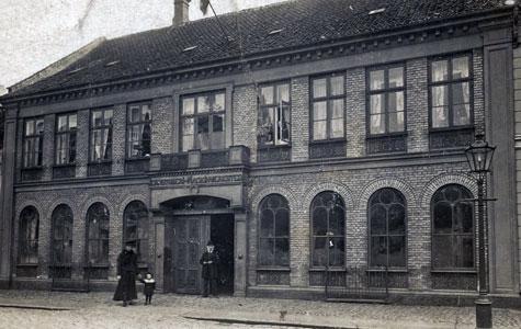 Køge Jernstøberi i Vestergade 29, ca. 1890. Huset blev bygget i 1875 med vinduer af støbejern. Se næste billede