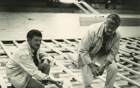 Junckers Industrier præsenterede i 1985 en ny type idrætsgulve. Billedet er fra Jersiehallen.