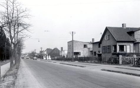 Panorama over Søndre Allé. Søndre Allé 35, husets unike, modernistiske formsprog afstikker tydeligt fra de øvrige huse i kvarteret. Tegnet af arkitekt Aage Sattrup i 1933