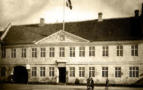 Torvet 1 - Rådhuset, billedet er taget efter 1904