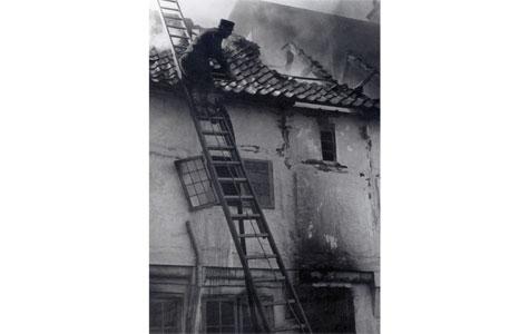 Tagbrand - Slukningsarbejde igang, Nørregade 31