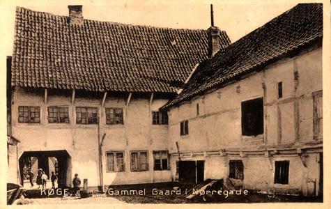 Gammelt postkort med billede fra baggården i Nørregade 31