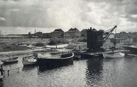 Køge Havn ved Klapbroen - Værftsboligerne i baggrunden.
