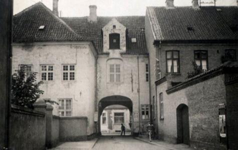 1932 - Bygårdsstræde er i dag revet ned. Den lå der hvor man i dag finder Rådhusarkaden