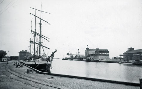 Pakhuse i Køge Havn.