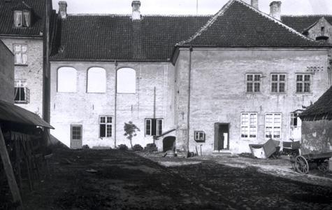 Køge Rådhus er opført i 1550'erne. Billedet her er fra 1914