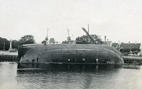 Larsens Skibsværft - sidste kølhaling ca 1919 - Rolf af København, tremastet bremsejlskib.