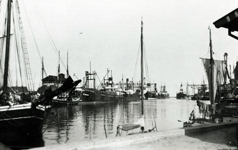 Skibe ved kaj i Køge Havn