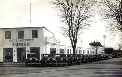 Kureer, Strandvejen 2. Hjørnet af Søndre Allé og Strandvejen. Billedet er fra 1930. Huset er tegnet af Køgearkitekten Otto Langballe. Langballes arkiv befinder sig i Køge Byhistoriske Arkiv