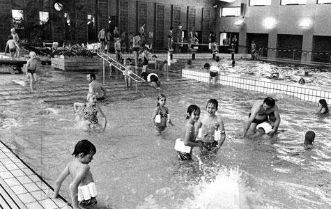 I 1977 fik Solrød svømmehal. Nu kunne man dyrke svømning hele året.