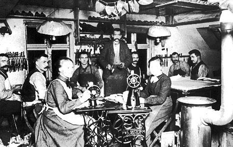 Syersker i Havdrup Skotøjsfabrik i 1900.