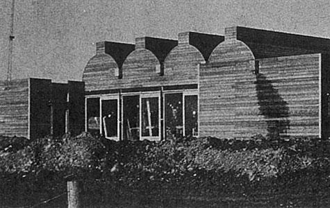 Uglegårdskolen, der blev bygget helt af træ, blev indviet i marts 1973. Den er i dag stor skole med 4 spor.