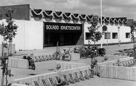 I 1979 stod Solrød Idrætscenter færdigt og klart til at modtage kommunens idrætsfolk, inklusive gymnasielever og elever fra Uglegårdsskolen.