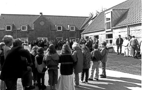 Munkekærskolen blev opført på rekordtid i 1976. Den lever efter flere udvidelser stadig i bedste velgående.