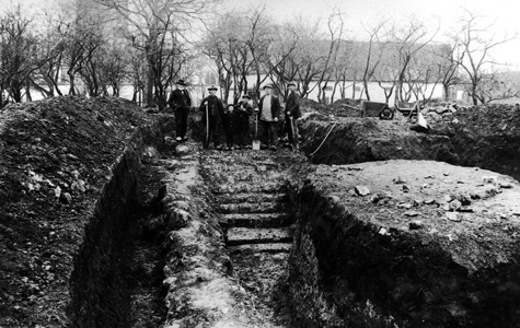 Foto: Fra udgravning af ruinerne af Varpelevgård 1929.