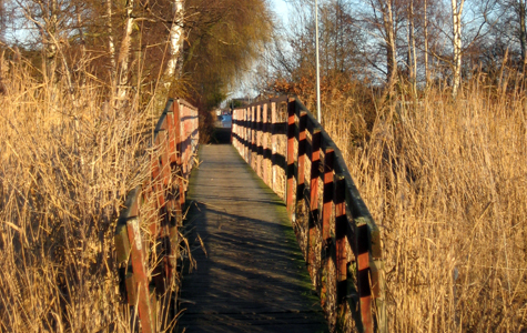 Gangbroen over Tryggevælde Å ved Strøby Egede.