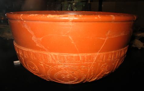 Romersk urne af keramik fra 2. halvdel af 2. årh. e.Kr. Fundet i 1980.