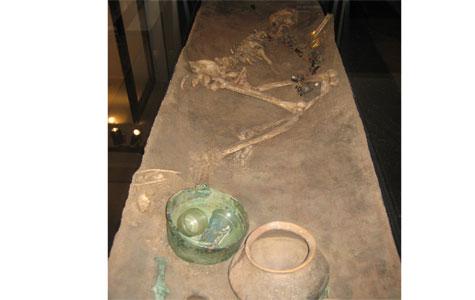 Fra 1949 - Kvindegraven, 40 til 50-årig rig kvinde. Graven blev straks flyttet fra Himlingøje til Nationalmuseet. Den udstilles i dag, som man fandt den.