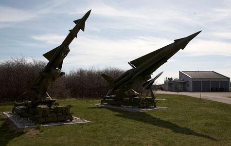 Missiler - Luftforsvaret bestod af jord-til-luft missiler. Her ses Nike Ajex, Nike Hercules og HAWK.Missiler - Luftforsvaret bestod af jord-til-luft missiler. Her ses Nike Ajex, Nike Hercules og HAWK.
