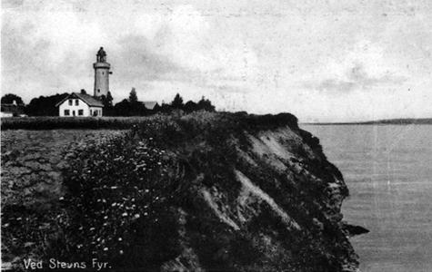 Gammelt postkort fra Stevns Fyr, hvor man kan se dets placering ude på Klinten.