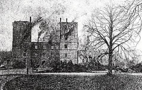 Vallø Slot efter branden i foråret 1893.