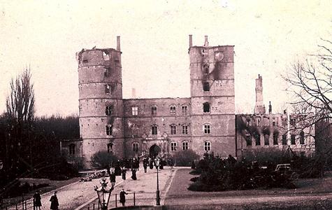 Vallø Slot brænder den 18.03.1893.