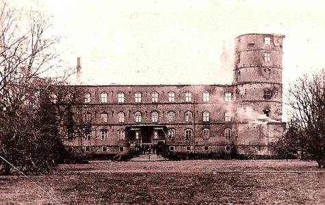 Sådan så Vallø Slot ud efter branden.