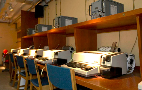 Fra disse fjernskrivere i Stevnsfort blev der sent krypterede beskeder til NATO.